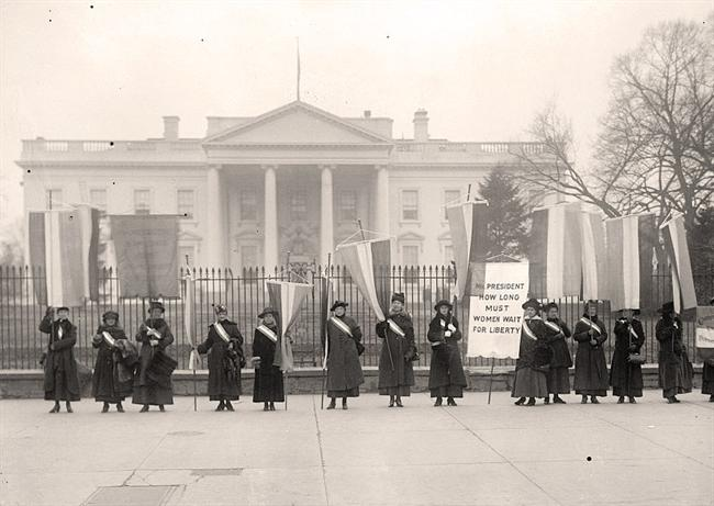 Pickets-Women-White-House